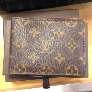 Beautiful Mens Louis Vuitton wallet